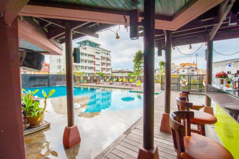 The Seasons Pattaya : The Pool Bar